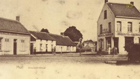 Moll - Kloosterstraat
